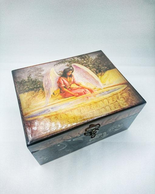 caja estampado religioso